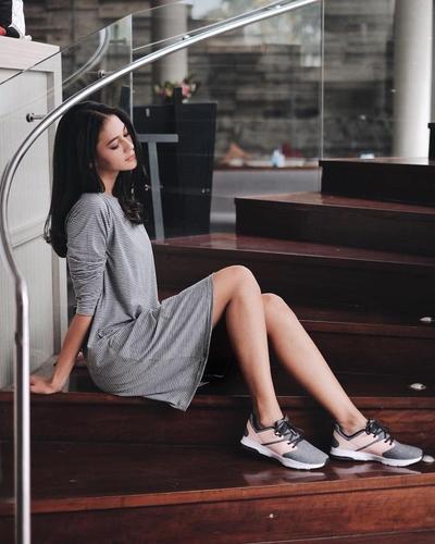 Dress Motif Stripe Berbahan Kaos Simpel + Sepatu Sport