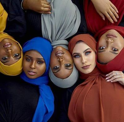 Pas untuk Wanita Indonesia, Begini Panduan Warna Hijab yang Bisa Kamu Coba