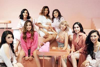 Pakai Lingerie, Begini Potret Maternity Shoot Seksi ala Nia Ramadhani dan Girls Squads
