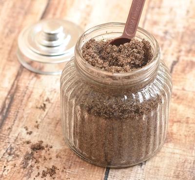 2. Scrub Kopi dan Gula