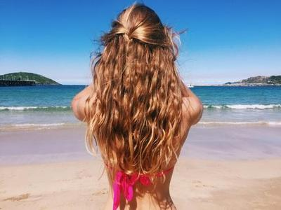 Anti Mati Gaya, Liburan ke Pantai Pakai Style Rambut Ini Aja!