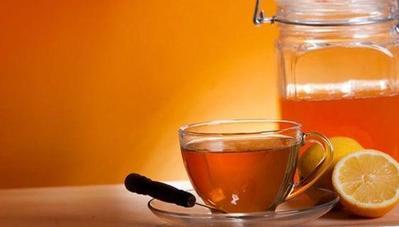 Manfaat minum madu dengan air hangat