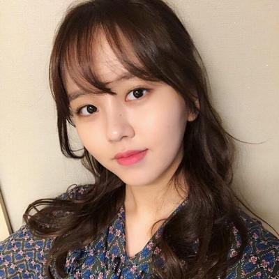 5 Inspirasi Fashion Ngantor Kim So-hyun, Pemeran Kim Jo-jo dalam Drama 'Love Alarm'