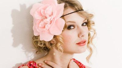 Manis dan Fashionable, Begini Inspirasi Style ala Taylor Swift