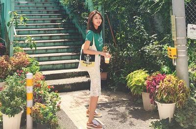 5. Lace Pencil Skirt dan T-shirt