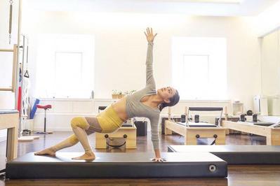 2. Pilates Jadi Olahraga Pilihan Shandy Aulia