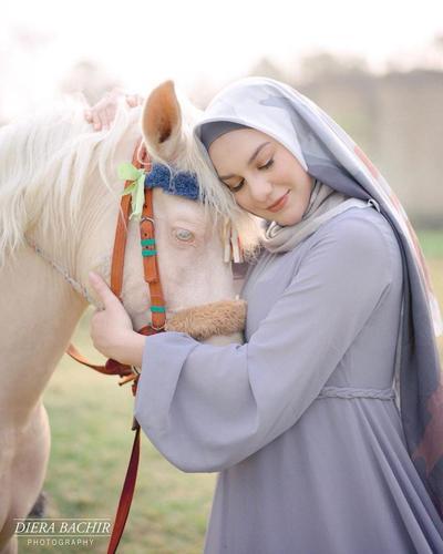 1. Foto bersama Seekor Kuda