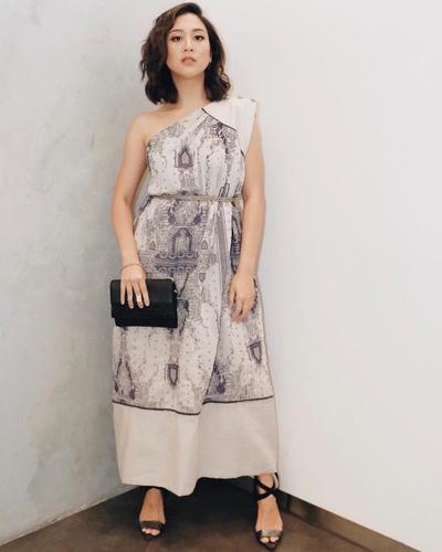 Cantik Nan Elegan dengan Gaun