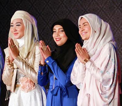 https://wolipop.detik.com/read/2014/06/26/065625/2619517/233/dian-pelangi-jenahara--ria-miranda-rilis-koleksi-terbaru-untuk-ramadan