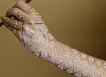 source: http://www.hennapage.com/henna/how/gilding/