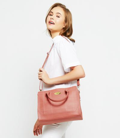 sumber: https://www.sophieparis.com/fashion/women/bag.html#/page/4