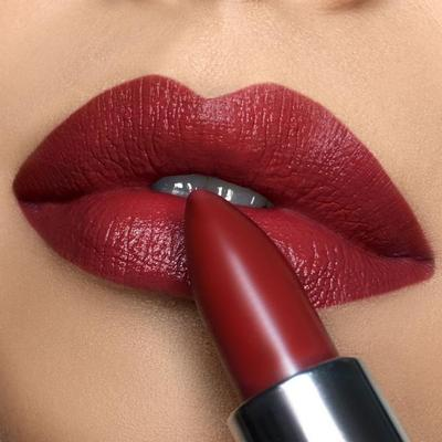 Lipstik Merah Gelap