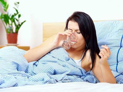 keluarga sehat minum air putih