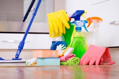 peralatan untuk membersihkan rumah keluarga sehat
